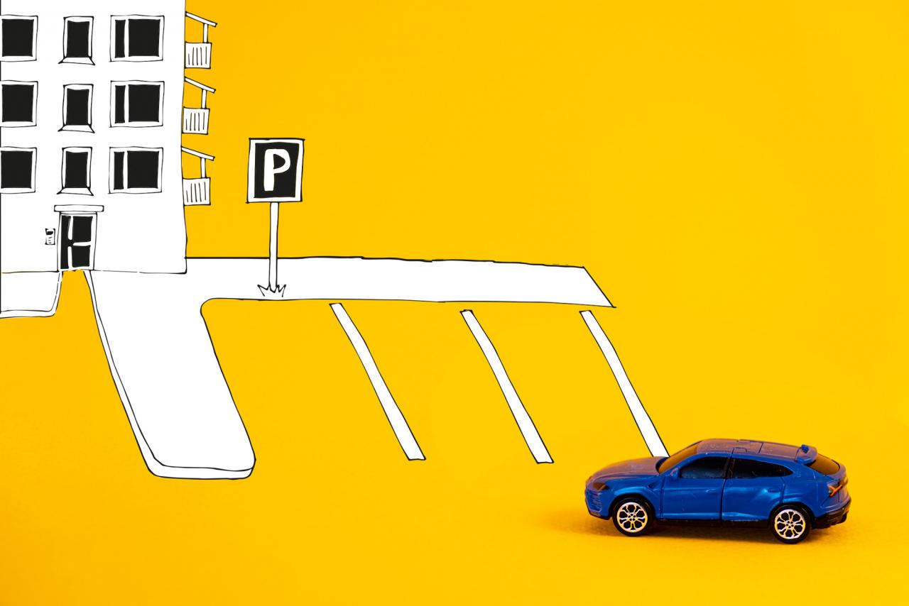 Bil med tecknad parkeringsplats